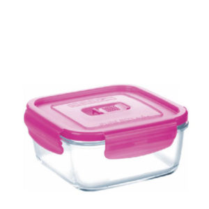 An oven proof glass lunch box with pink lid.